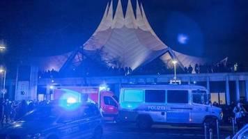 Täter auf der Flucht: Schüsse am Berliner Tempodrom - Ein Toter und vier Verletzte