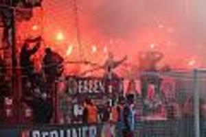 bundesliga  - leverkusen-fans zünden pyrotechnik bei union - begegnung mehrfach unterbrochen