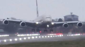 Extreme Seitenwinde: Sturm Victoria: Spektakuläre Landung – Airbus fliegt quer zur Landebahn