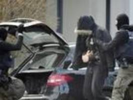 Nicht verhaftetes Mitglied der mutmaßlichen Terrorgruppe war Informant, der schon im Oktober bei der Polizei aussagte