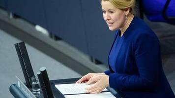 Gesetzentwurf vorgelegt: Giffey will Frauenquote für Vorstände großer Unternehmen