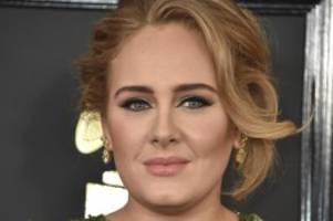 Bei einer Hochzeitsfeier: Adele kündigt neues Album an