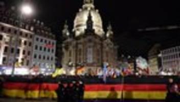 Pegida-Kundgebung: Sturm um Höcke