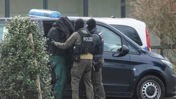 V-Leute vom Verfassungsschutz?: Rechte Terrorzelle: Linke fordern Bericht über Verhaftete