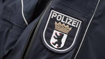 21-jähriger autofahrer rammt ziviles polizeifahrzeug