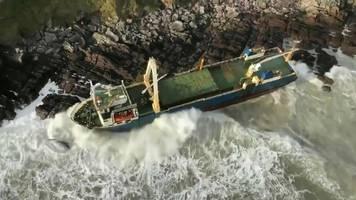 seit langer zeit aufgegeben: sturm treibt geisterschiff an irische küste