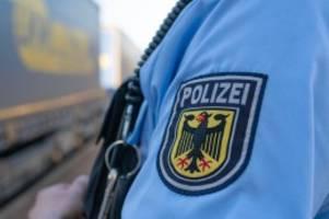 Polizei: Harburg: Verbotener Alkoholkonsum im Metronom überführt Dieb