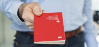 Einbürgerung: Italiener und Ösis pfeifen auf den roten Pass