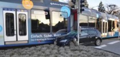 Polizeimeldung Mittelland: 21-jähriger Autofahrer prallt in Bipperlisi