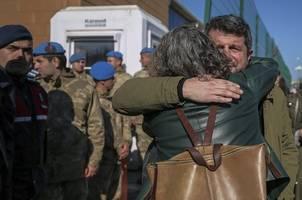 erdogan setzt gezi-prostest mit putsch gleich - kavala erneut festgenommen