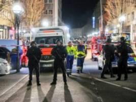 Hessen: Elf Tote nach Schüssen in Hanau, Hinweise auf rassistisches Motiv