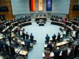 Schweigeminute im Abgeordnetenhaus, Demo am Brandenburger Tor