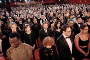 Festival: Berlinale-Eröffnung: Schweigeminute für die Opfer von Hanau