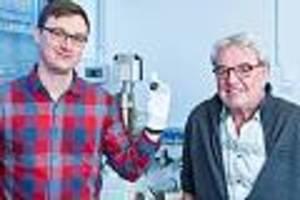 Über flensburg verglüht - mann entdeckt seltenen meteoriten in seinem garten - forscher rätseln über ursprünge