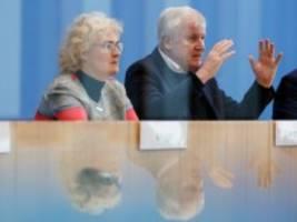 Anschlag in Hanau: Seehofer nennt Rechtsextremismus größte Bedrohung in unserem Land