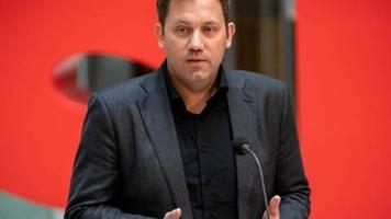 Nach Gewalttat von Hanau: Klingbeil: Verfassungsschutz muss gegen AfD aktiv werden