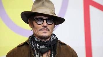 Video: Johnny Depp stellt neuen Film Minamata auf der Berlinale vor