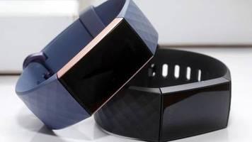 Was passiert mit den Daten?: Fitbit verkauft mehr Geräte nach Ankündigung von Google-Deal