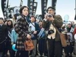johnny depp kämpft als fotojournalist gegen einen chemiekonzern