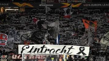 Europa League: Eklat bei Schweigeminute für Hanauer Opfer im Frankfurter Stadion - Fans reagieren lautstark