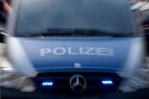 Unfälle: Autofahrer kracht bei Michendorf gegen Baum und stirbt
