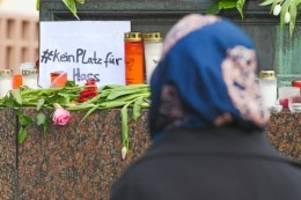 Nach Hanau-Morden: Reinbeker initiieren Menschenkette gegen Rassismus