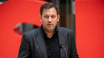 Nach Gewalttat von Hanau - Klingbeil: Verfassungsschutz muss gegen AfD aktiv werden