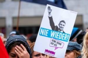 Umfrage: Nach Terror in Hanau: Deutliche Verluste für AfD in Umfrage