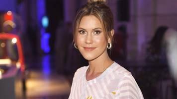 wolke hegenbarth: schauspielerin schickt urlaubsgrüße im bikini
