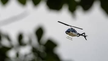 Von Autobahn in Wald gerannt: Hubschrauber findet Unfallflüchtigen wegen Blutspur