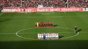 Klare Meinung - Nazis raus!: Freiburg-Fans setzen Zeichen gegen Rassismus