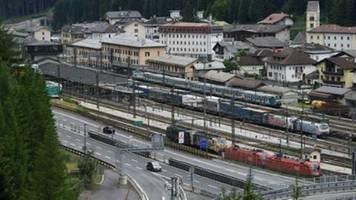 Österreich stellt wegen Coronavirus-Verdachtsfällen Zugverkehr nach Italien ein