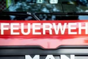 brände: dachstuhlbrand in einfamilienhaus: drei verletzte