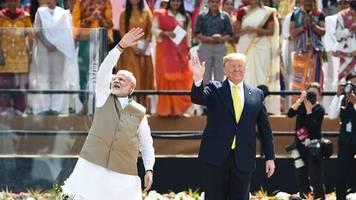 Vor Indien-Besuch: Er spricht fließend ausländisch: Trump twittert auf Hindi – und bekommt darauf böse Antworten