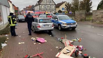 hessen: auto rast vorsätzlich in karnevalsumzug: polizei geht von absicht, aber nicht von anschlag aus