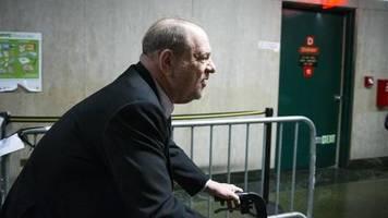 Prozess in New York: Jury spricht Harvey Weinstein der Vergewaltigung und Nötigung schuldig