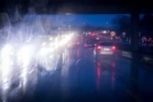 hamburg: hagel überrascht autofahrer auf der a7 – eine verletzte