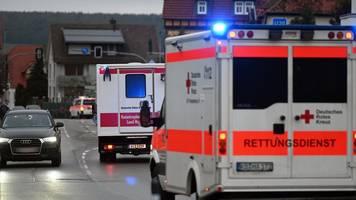 auto fährt in karnevalsumzug - polizei: dutzende verletze in volkmarsen - tat war vorsatz