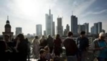 statistisches bundesamt: staat verbucht trotz schwächelnder wirtschaft milliardenüberschuss