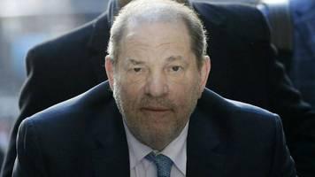 Nach dem Prozess: Verurteilter Harvey Weinstein liegt wegen Brustschmerzen im Krankenhaus