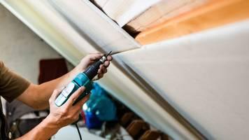 energie und geld sparen: dicke dachdämmung wird gefördert