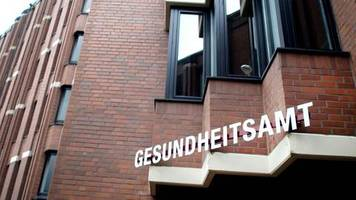 verbreitung in deutschland: auch ein oberarzt ist betroffen – die neuen coronavirus-infektionen im Überblick