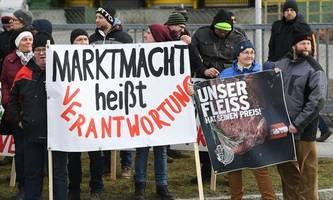 Tausende Bauern fordern von Spar faire Lebensmittelpreise