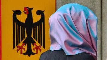 Bundesverfassungsgericht: Kopftuchverbot für Rechtsreferendarinnen verfassungsgemäß – die Hintergründe