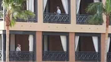 Video: Über hundert Deutsche in abgeriegeltem Hotel auf Teneriffa