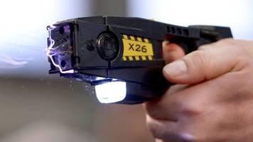 news von heute: passagiere wollten taxifahrer mit elektroschocker wecken und töten ihn versehentlich
