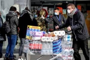 Lungenkrankheit: Coronavirus: Hier sorgen die Menschen mit Hamsterkäufen vor
