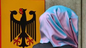 verfassungsgericht stützt position beim kopftuchverbot