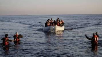 Gerüchte über Öffnung: Berichte: Migranten in der Türkei reisen Richtung EU-Grenzen