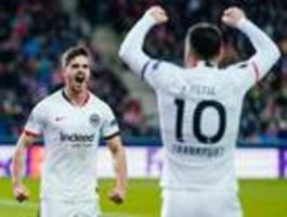 Eintracht dank 2:2 in Salzburg im Achtelfinale